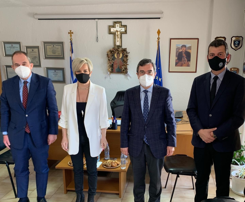 <p>ΔΕΛΤΙΟ ΤΥΠΟΥ ΑΡ. ΠΡΩΤ.:19 Άγιος Νικόλαος, 24 Απριλίου 2021  Στον Άγιο Νικόλαο, χθες (23/04/2021) πραγματοποιήθηκε συνάντηση μεταξύ του Υπουργού Ναυτιλίας και Νησιωτικής Πολιτικής και Βουλευτή Ν. Λασιθίου της Νέας Δημοκρατίας κ. Πλακιωτάκη, του Υφυπουργού Προστασίας του Πολίτη κ. Οικονόμου, της Γενικής Γραμματέας Αντεγκληματικής Πολιτικής κα. Νικολάου, του Γενικού Περιφερειακού […]</p>